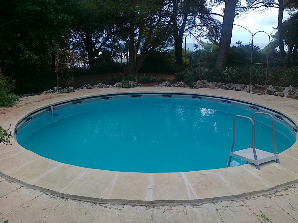 Esempi di installazione di una piscina fuoriterra intex for Piscina rotonda