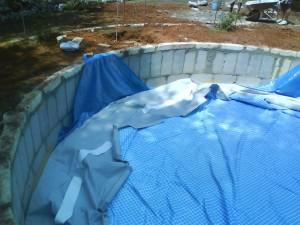 sistemazione liner piscina
